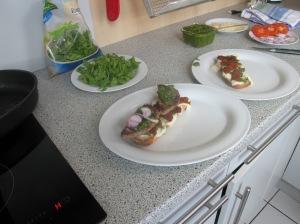 Italian Job Burger aufschichten.
