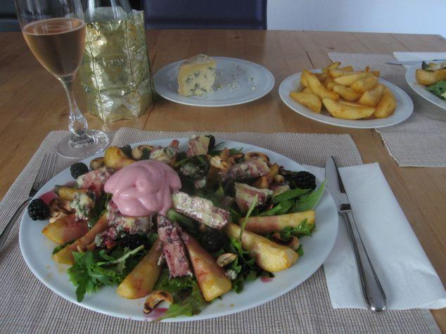 Blauschimmelkläse-Birnen-Salat mit Preiselbeer-Espuma
