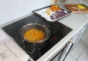 Frittieren der Karotten.