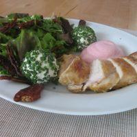 Gebratene Hühnerbrust mit Preiselbeerschaum