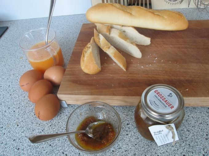 Zutaten für 1 Person: 4 Eier, Baguette, Trüffelpesto, Portulak ohne Abb.