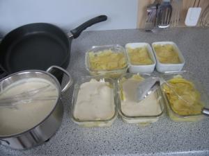 Gratinieren der Kartoffeln in der Auflaufform