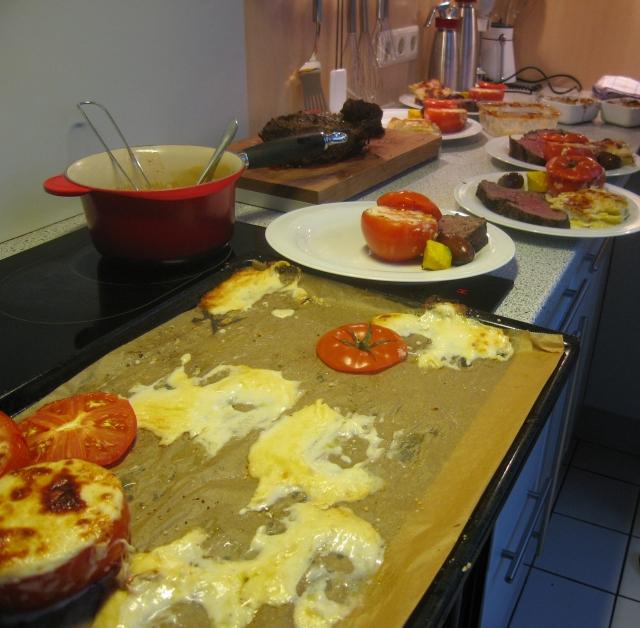 Gratinierte Tomaten in Vorbereitung