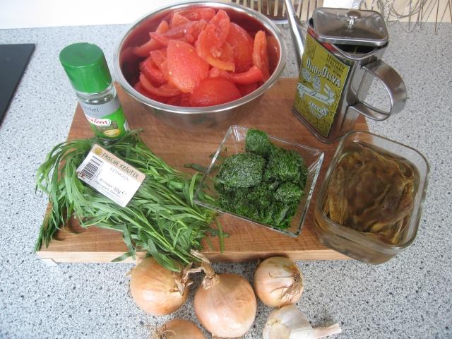 Grundzutaten für geschmolzene Tomaten: 2 Zwiebel, 900 g Tomaten. Für die jeweiligen Varianten: 2 TL Estragon, 2 TL Kerbel, 60 g Anchovis, Butter, Petersilie