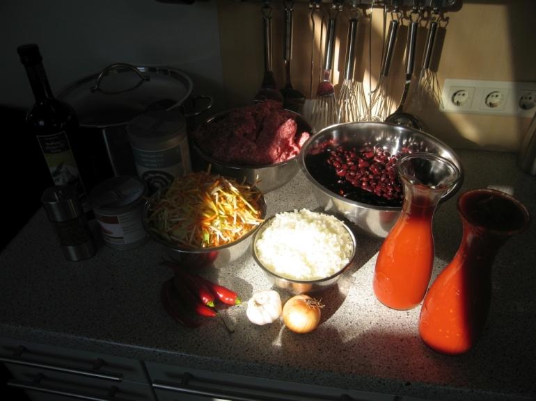 Gut gelaunte Zutaten an einem sonnigen Nachmittag in der Küche
