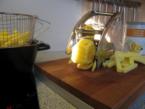 Selbst gemachte Pommes Frites werden aus Kartoffeln gemacht.