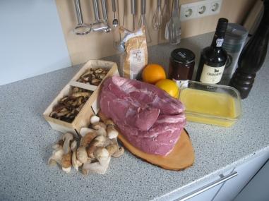 Zutaten für das Wildschwein mit den Stampfkartoffeln und den Pilzen in Orangen-Preiselbeer-Butter