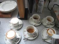 Italienischer Kaffee mit aufgeschäumter Milch