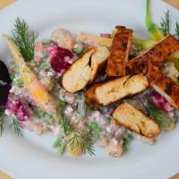 Paprikahuhn mit russischem Salat