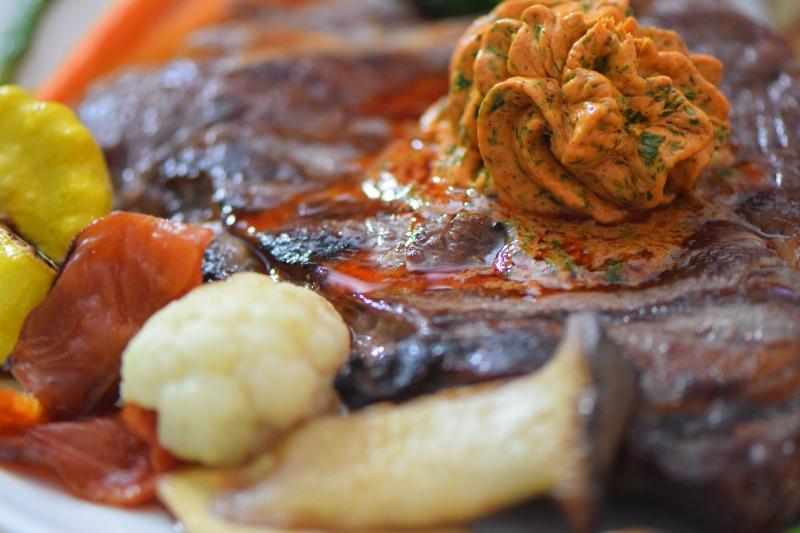 Steak mit Kräuterbutter