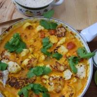 Scharfer Karfiol mit Ananas und Minze-Joghurt