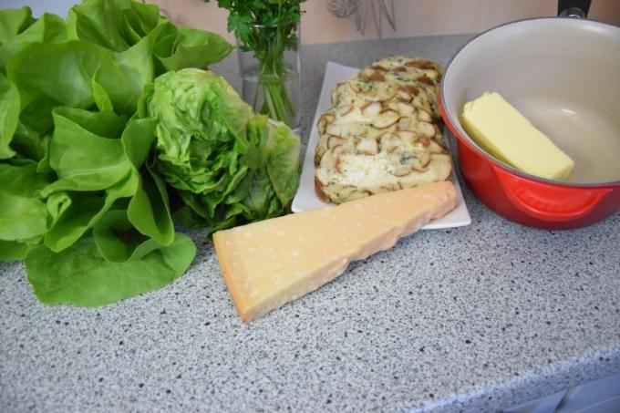 Geröstete Lauch-Käse-Knödelscheiben mit Salat (1)