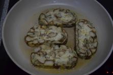 Geröstete Lauch-Käse-Knödelscheiben mit Salat (3)
