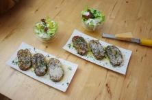 Geröstete Lauch-Käse-Knödelscheiben mit Salat (7)