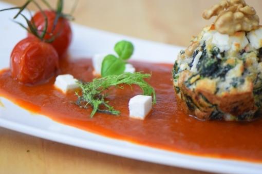 Semmelknödelmuffins mit Tomatensauce (12)