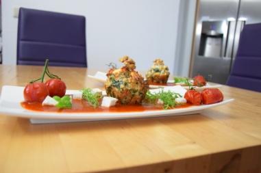 Semmelknödelmuffins mit Tomatensauce (21)