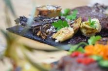 Bison mit gebratenem Radicchio-Artischocken-Salat (17)