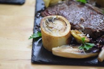 Bison mit gebratenem Radicchio-Artischocken-Salat (21)