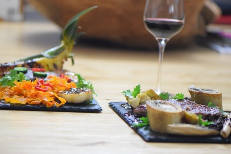 Bison mit gebratenem Radicchio-Artischocken-Salat (23)
