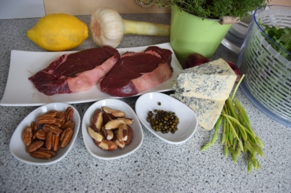 Bisonsteak mit Pekannüsse-Rucola-Salat (1)