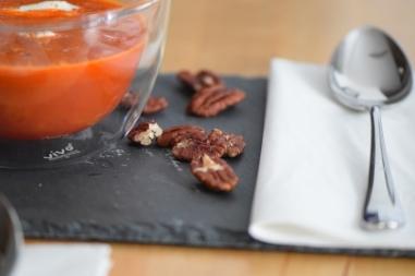 Kalte Tomatensuppe mit Marillen und Pecannüssen (11)