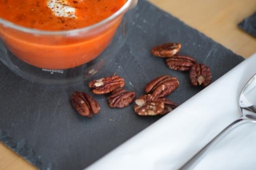 Kalte Tomatensuppe mit Marillen und Pecannüssen (12)
