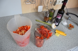 Kalte Tomatensuppe mit Marillen und Pecannüssen (2)