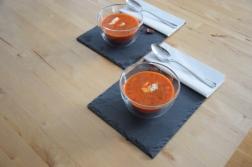 Kalte Tomatensuppe mit Marillen und Pecannüssen (7)