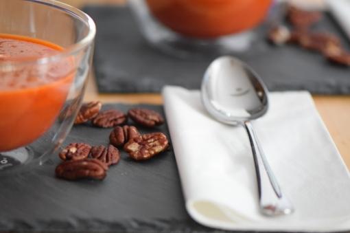 Kalte Tomatensuppe mit Marillen und Pecannüssen (9)