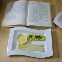 Sauce Hollandaise, weißer Spargel