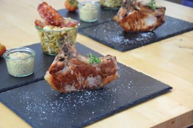 Schweinskotelett Zwiebelsenf Krautsalat (11)