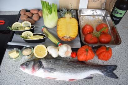 Gegriller Wolfsbarsch und gegrille Ananas (1)
