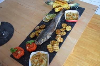 Gegriller Wolfsbarsch und gegrille Ananas (11)