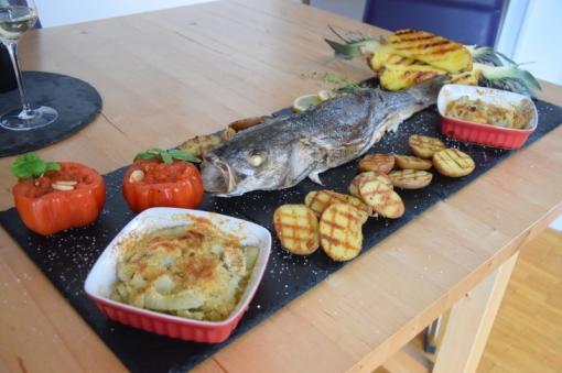 Gegriller Wolfsbarsch und gegrille Ananas (12)