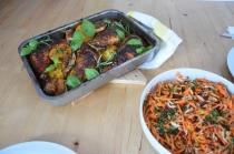 Hähnchenkeulen mit Karottensalat (4)
