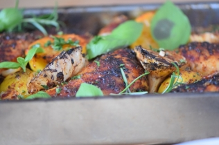 Hähnchenkeulen mit Karottensalat (7)