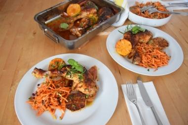 Hähnchenkeulen mit Karottensalat (8)