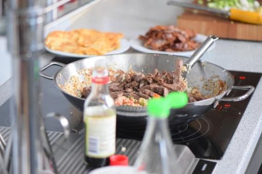 Rindfleisch aus dem Wok mit Reis und Gemüse (12)