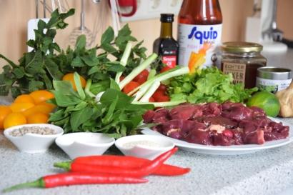 Scharfer Salat mit kalter Hühnerleber (1)