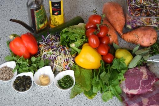 Steak mit Salat und Ofenpommes (1)