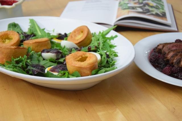 entenbrust-mit-lowenzahnsalat-und-yorkshire-pudding-6