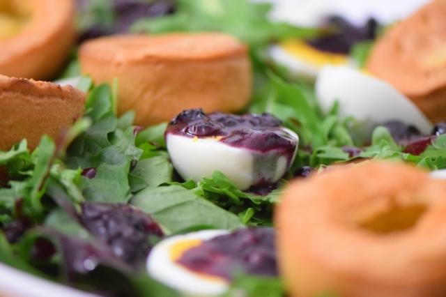 entenbrust-mit-lowenzahnsalat-und-yorkshire-pudding-7