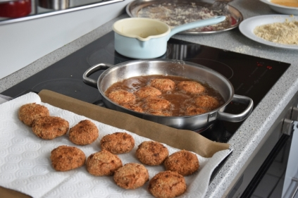 kalbsfleischkroketten-mit-krautsalat-9