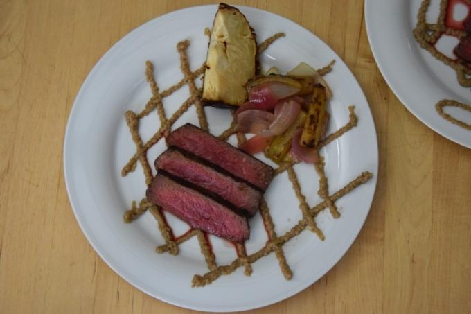 steak-mit-shiitake-ketchup-und-grillgurken-11