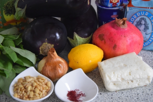 auberginen-wedges-mit-safran-kefir-sauce-1
