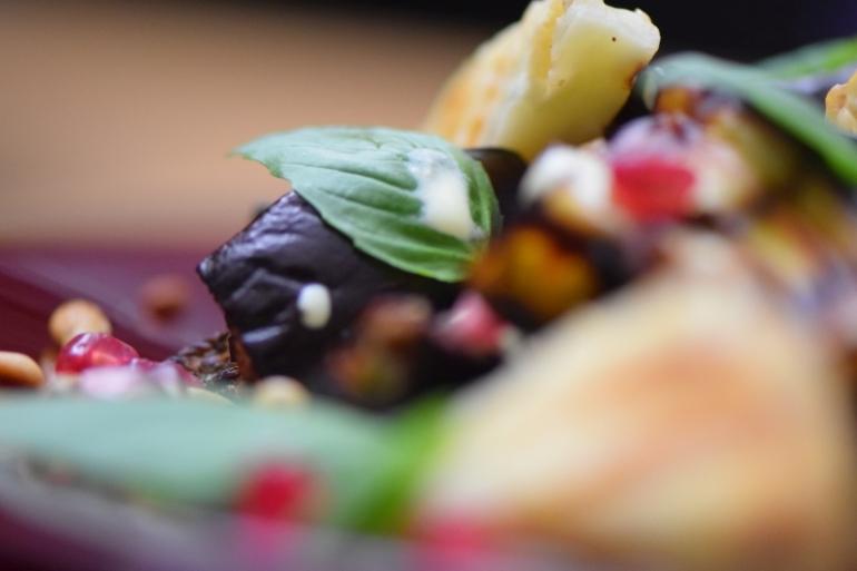 auberginen-wedges-mit-safran-kefir-sauce-10