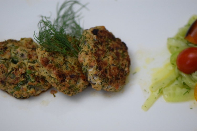 lachsburger-mit-dille-und-kapern-6