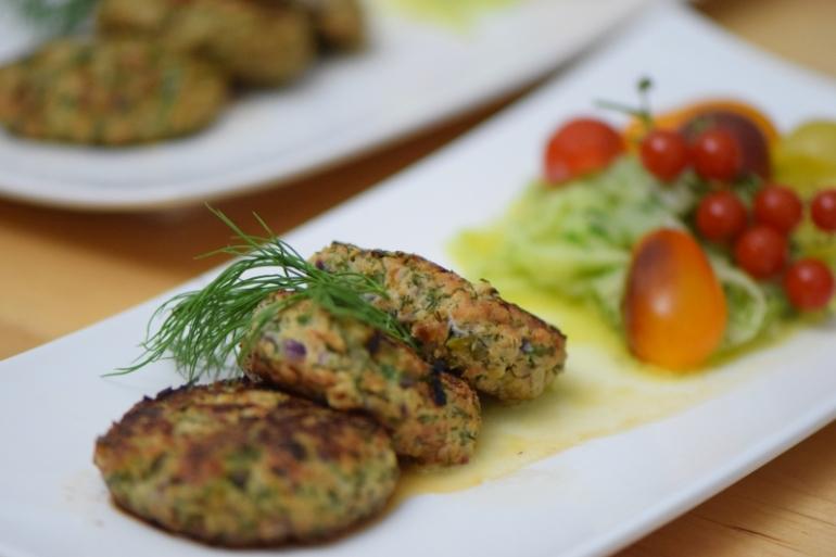 lachsburger-mit-dille-und-kapern-7