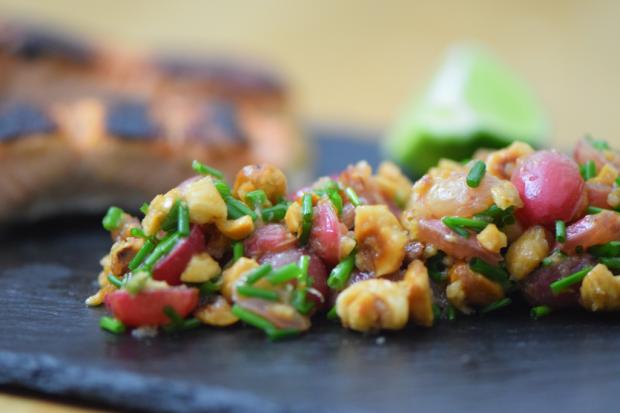 verkohlter-lachs-mit-weintrauben-salsa-7
