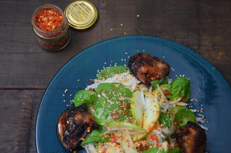 wachteln-mit-apfel-kohlrabi-salat-im-miso-dressing-3